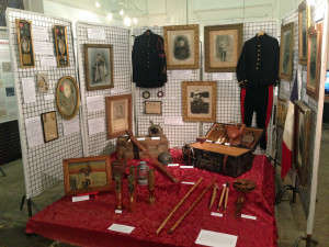 L'espace In Mémoriam de l'exposition Oloronais dans la Grande Guerre. les objets exposés ont appartenu à des soldats oloronais.