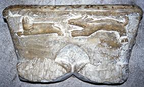 Le bénitier dit des lépreux dans la cathédrale Ste-Marie d'Oloron.